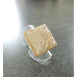 bague carré strillé beige1