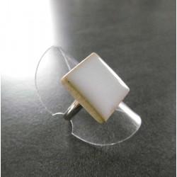 bague carré blanche opaque