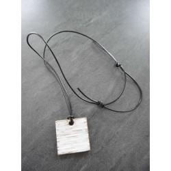 collier blanc strillé lacet...